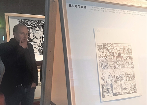 Blutch devant son exposition
