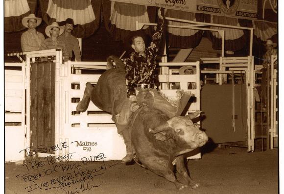 Steve Cuzor n'a pas peur de monter des taureaux